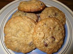 TASTY HOMEMADE CHOCOLATE CHIP OATMEAL COOKIES WITH CHOICES